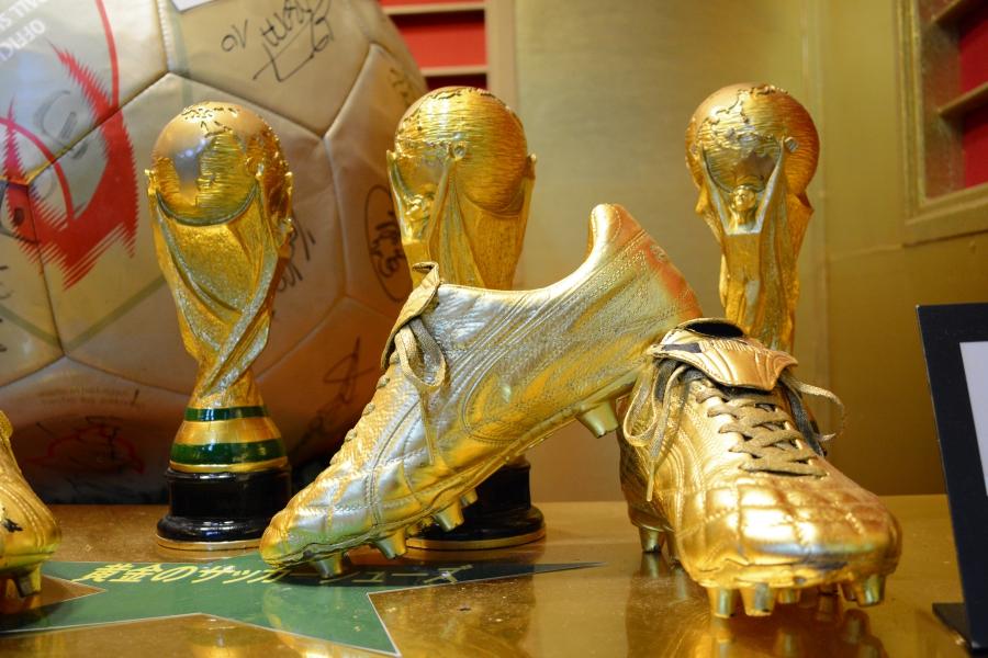 鯛生金山 黄金のサッカーシューズ
