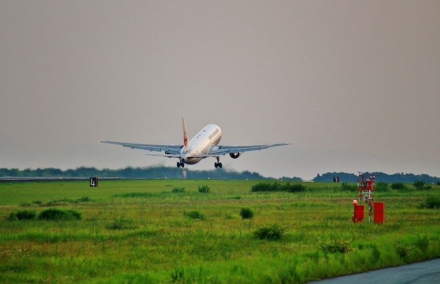 阿蘇くまもと空港 JAL機離陸