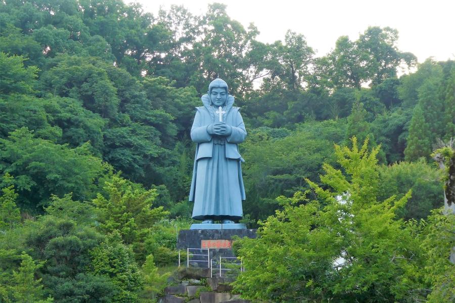 藍のあまくさ村 天草四郎像